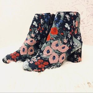 ZIGI SOHO EMBROIDERED NYDIA STACKED HEEL BOOTIES